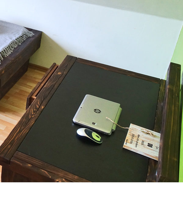 Urban Stil - Schreibtisch aus Massivholz