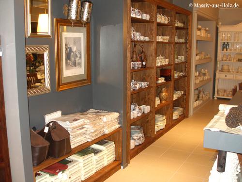 Ausstellungsregale, Ladenmöbel in Antik hell rustikal aus Holz