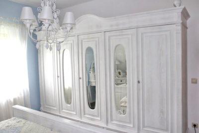 Individuelle Spiegel im Schrank