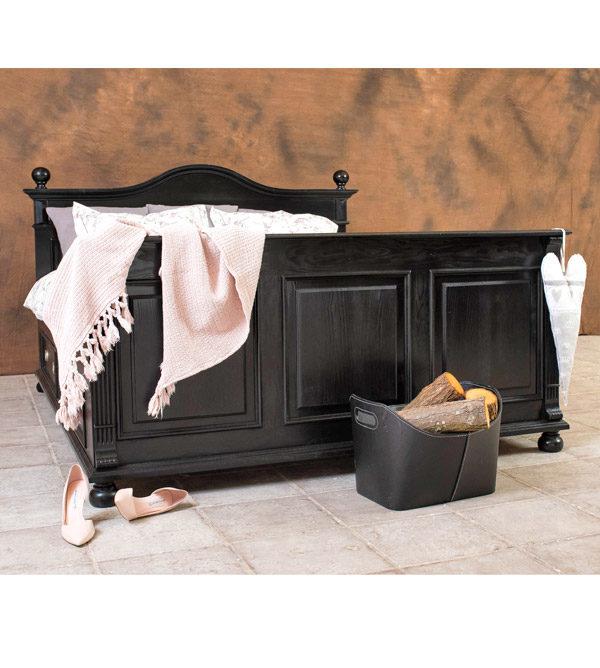 Möbel in Schwarz gewischt im Shabby Chic Stil