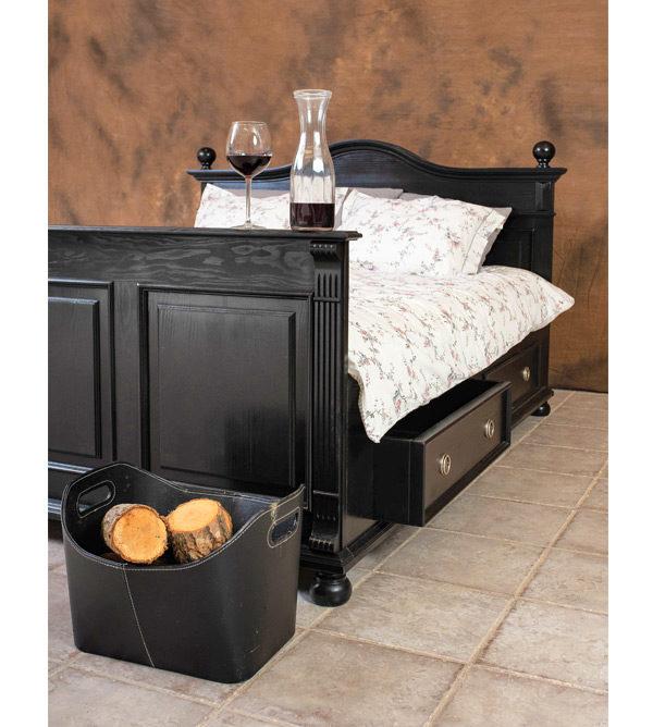Individuelle Landhaus Möbel in Schwarz - individuelles Bett in Shabby Chic Schwarz