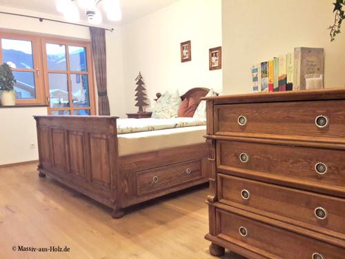 Landhaus Kommode mit 4 Schubladen in Antik hell