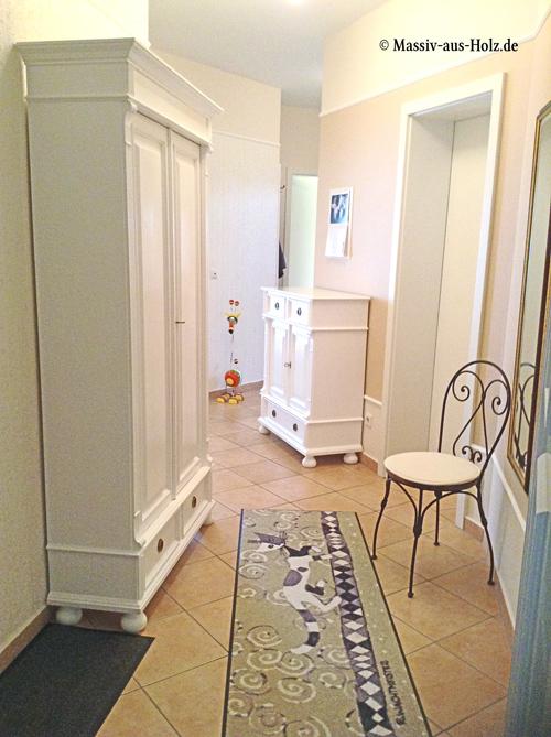 Weiße Dielenmöbel im Landhausstil