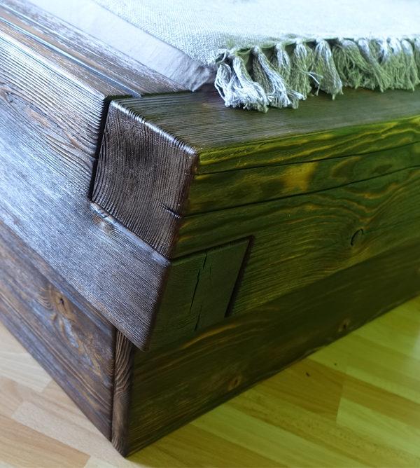 Bett aus Balkenholz massiv