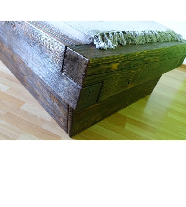 Massivholzbett aus Balkenholz