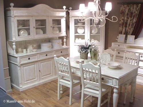Weißes Esszimmer mit Landhausmöbeln