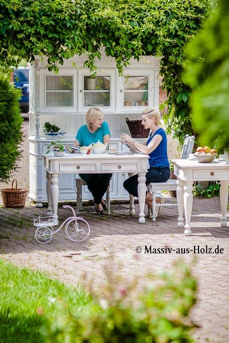 Weiße Landhausmöbel in Alt weiß (shabby chic gewischt)