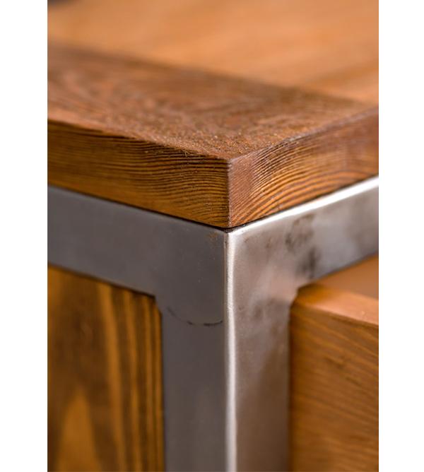 Holzschrank antik hell mit Metallrahmen