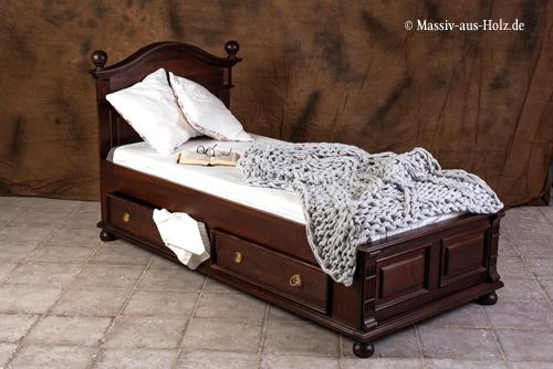 Bett mit niedrigem Fußteil