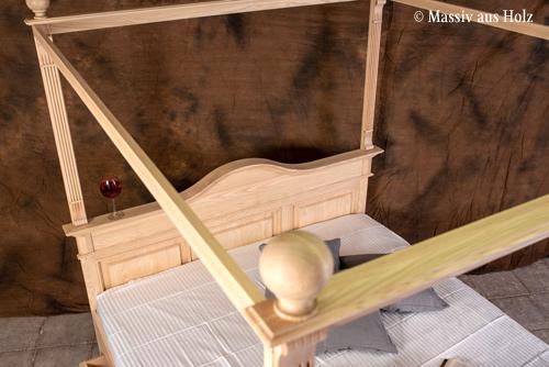 Hochwertiges Baldachinbett aus massiver Esche