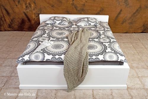 Massivholzbett BASIC mit Sockel, Kopfteil Höhe 80 cm, Farbe Weiß