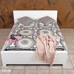 Modernes-Massivholzbett-einfach-schlicht-minimalistisch-Betten-aus-Polen