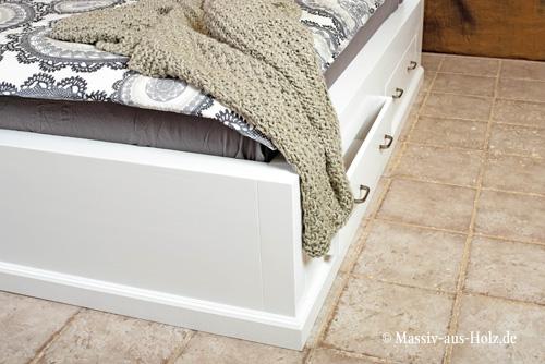 Weisses-Massiv-Holz-Kiefer-Bett-mit-Sockel