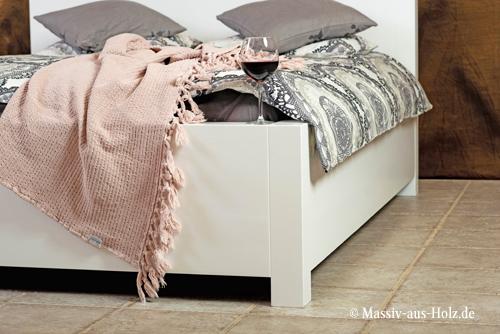 Weißes Massivholzbett BASIC minimalistisch in Kiefer