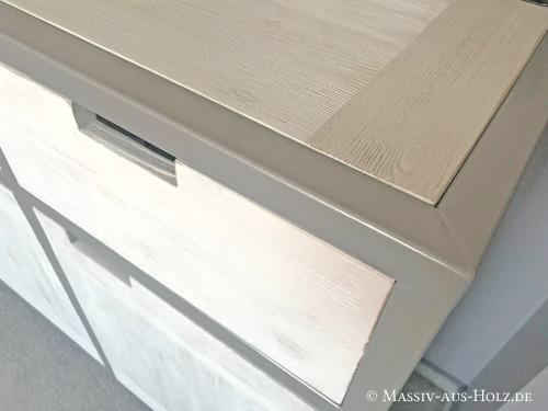 Weißes Sideboard im Industriedesign mit grauem Metallrahmen aus Massivholz Kiefer