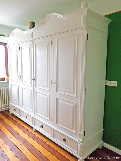 Altbauhaus - viertüriger Kleiderschrank im Landhausstil auf Maß