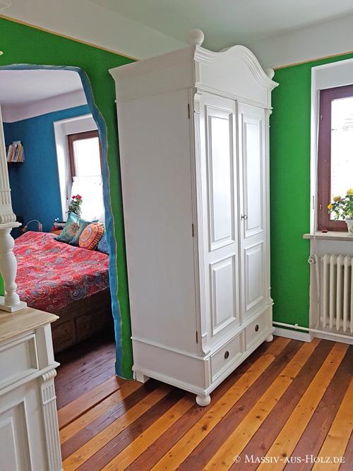 Altbauhaus - zweitüriger Kleiderschrank im Landhausstil auf Maß