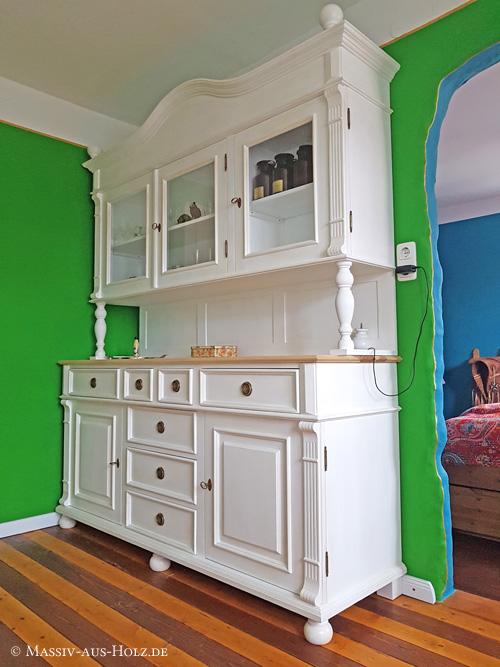 Altbauhaus - Buffetschrank im Landhausstil in Weiß, Blatt in Esche natur geölt
