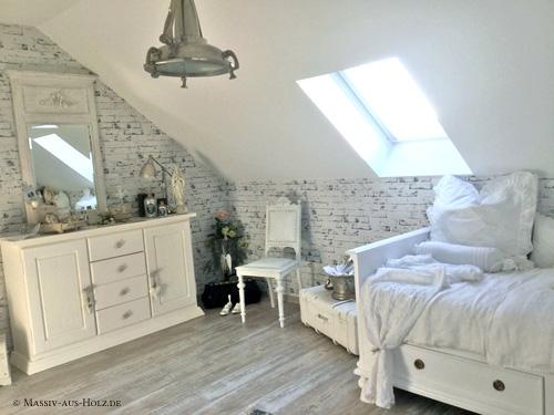 Shabby Chic Einrichtung im Gästezimmer mit Landhausbett