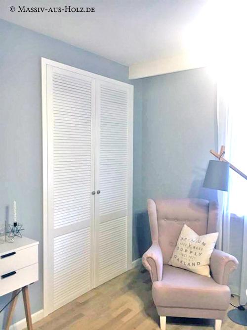 Einbauschrank mit Lamellentür - weiß aus massivem Kiefernholz