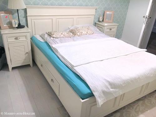 Schlafzimmermöbel mit Lamellentür in Weiß aus massivem Kiefernholz im Landhausstil Möbel mit Lamellen