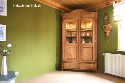 Holz-Vitrine-mit-Beleuchtung-Kiefer-massiv-Naturwachs-natur-gewachst-geolt