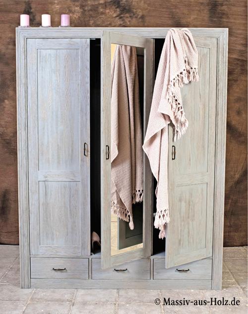Massivholz-Kleiderschrank-aus-Kiefer-gross-antik-grau-geburstet-rustikal-mit-Spiegel