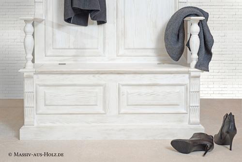 Möbel mit Sockel