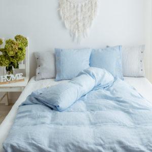 Hellblaue Bettwäsche aus Leinen