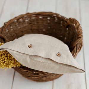 Leinen Dekorationen - Kissen mit Kokosknöpfen