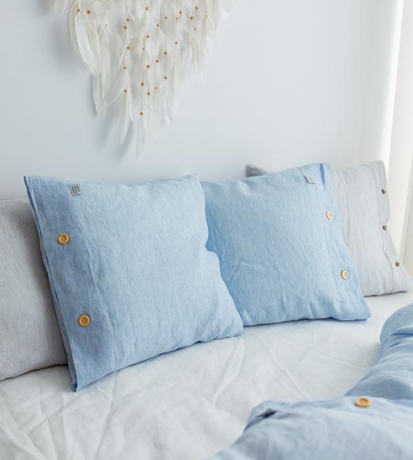 Blauer Bettbezug und Kissenbezug