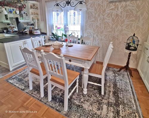 Möbel für Esszimmer - Stühle und Tisch