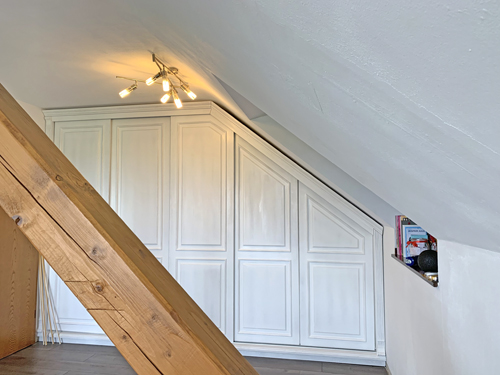 Maßanfertigung - Einbauschrank - Dachschräge - Schiebetüren - weiß im Landhausstil