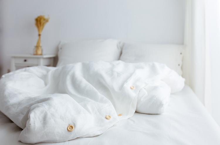 Leinen-Bettwäsche gegen Nachtschweiß